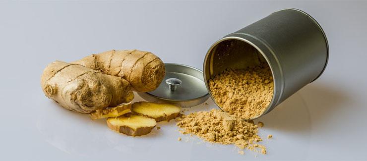 Färsk ingefära och torkat ingefärspulver burk - kan skydda levern